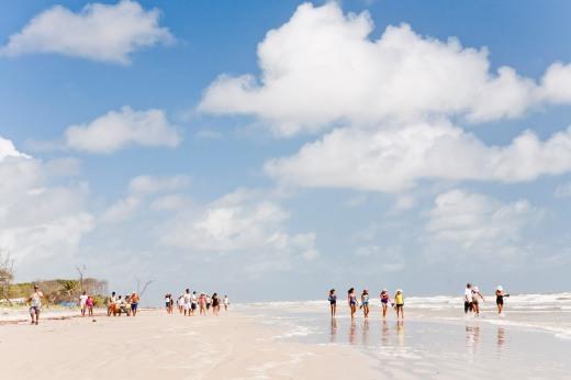 Praia da Romana: roteiro inclui passeio e almoço em casa de pescadores