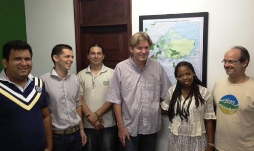 Bert e Joahanes, da cooperação alemã, participam de reunião com equipe do Instituto Peabiru