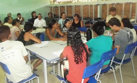 A construção do caderno com perguntas de monitoramento tem a participação de liderançcas locais