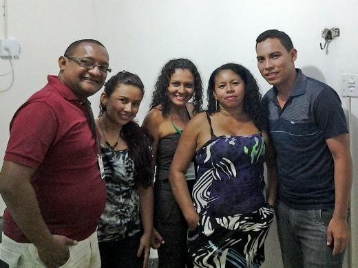 Dona Cleonice Reis, Cleonice Reis, liderança do PAE Soberana, posa pra foto com equipe do ATER-Marajó