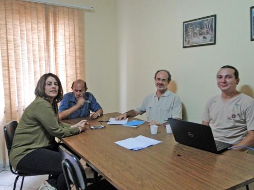 Representantes do Instituto Peabiru e AMAM discutem parceria em reunião