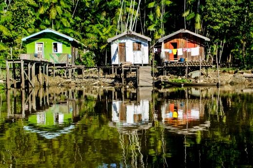 Casa típica no rio Piriá no município de Curralinho no estado do Pará